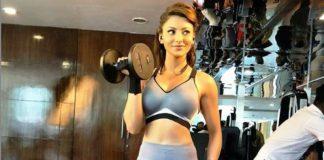 urvashi-rautella-quarantine-workout